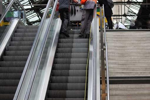 Nettoyage escaliers mécanique marches et contres marches